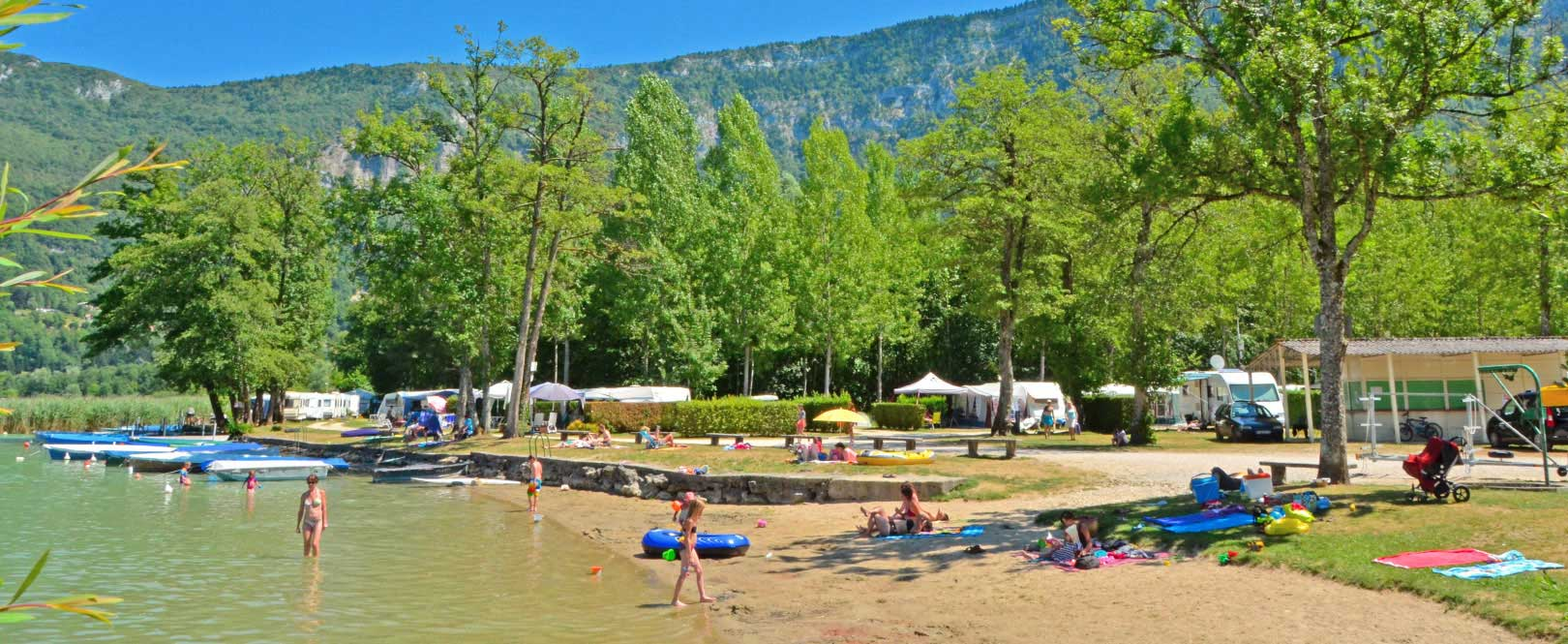 Camping avec piscine et lac rhone alpes for Camping avranches avec piscine
